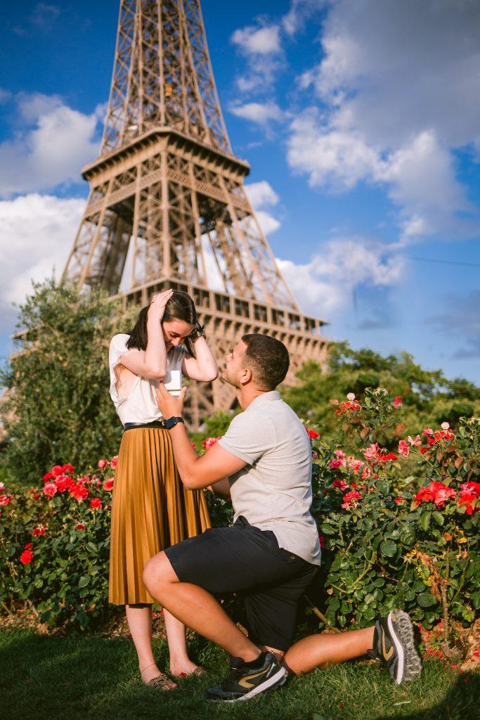 Fotógrafo brasileiro em Paris : Ensaio de pedido de casamento surpresa na Torre Eiffel