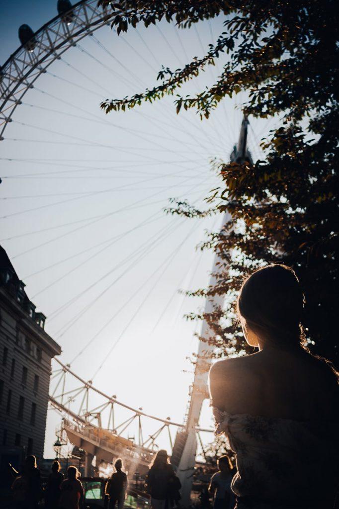 Ensaio feminino no pôr do sol com a London Eye realizado por fotógrafa brasileira em Londres