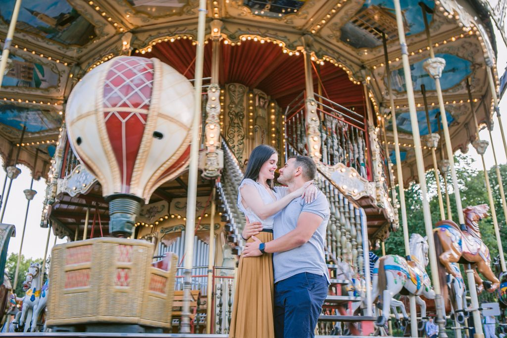 Fotógrafo brasileiro em Paris : Ensaio de pedido de casamento surpresa no Carrossel da Torre Eiffel
