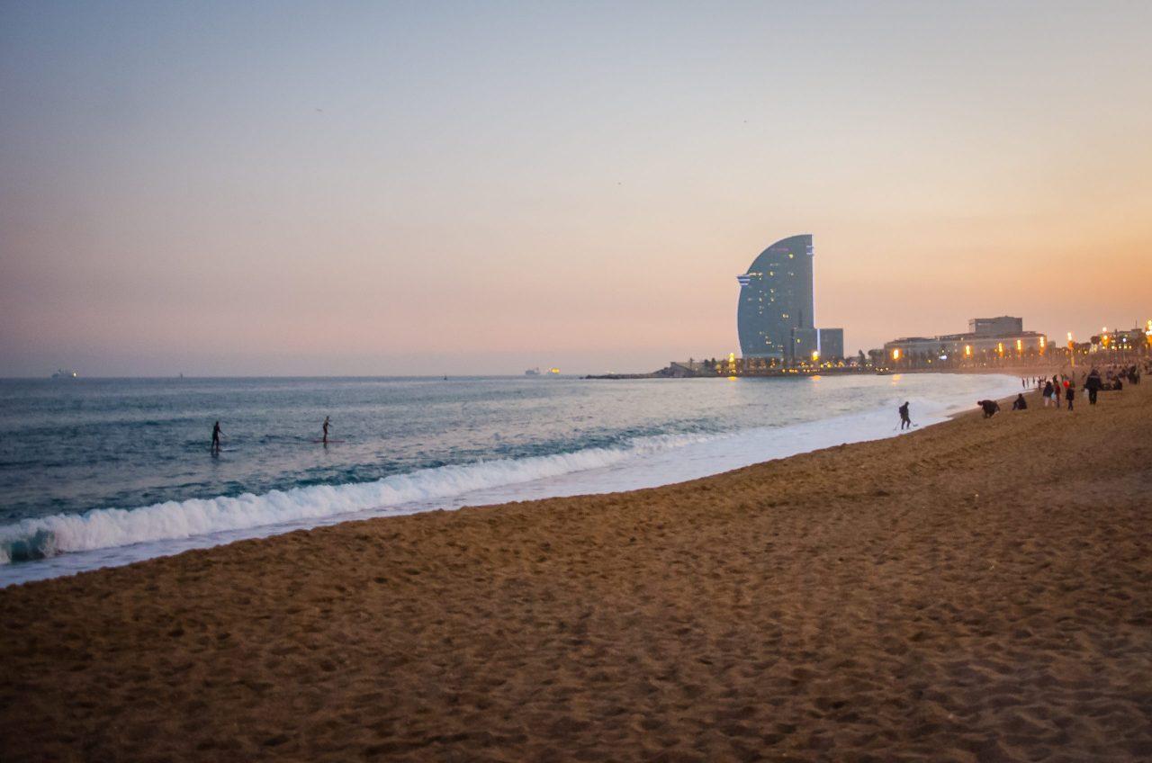 Fotógrafo brasileiro em Barcelona realiza ensaios na Praia de Barceloneta