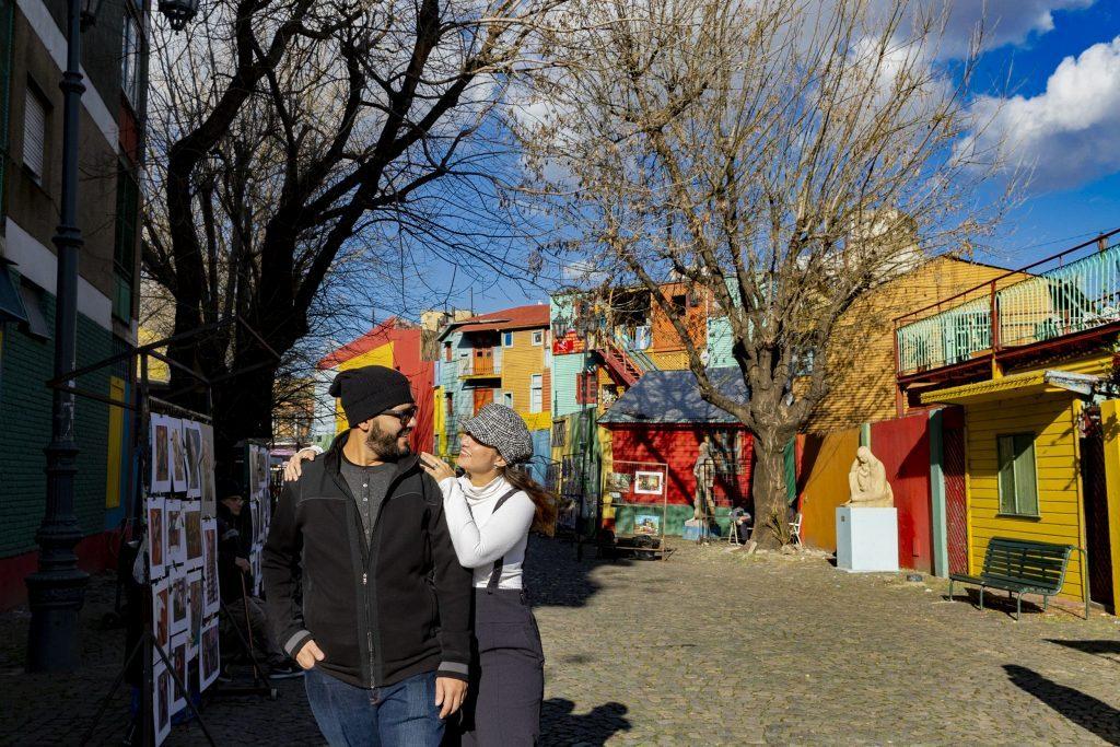 Ensaio casal lua de mel em Caminito no bairro de La Boca, fotografa brasileira em Buenos Aires