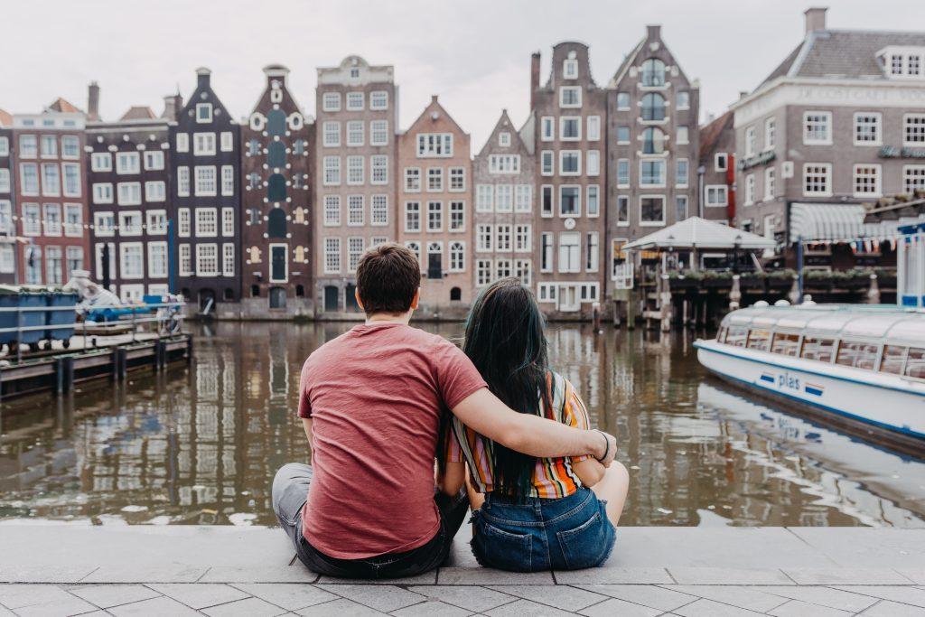Ensaio casal nos canais da Holanda com fotógrafa brasileira em Amsterdam
