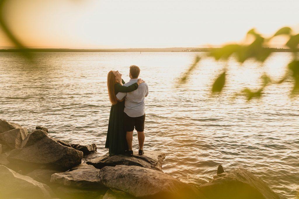 Ensaio de casal com maravilhoso pôr do sol na praia de Cabedelo - Fotógrafa em João Pessoa