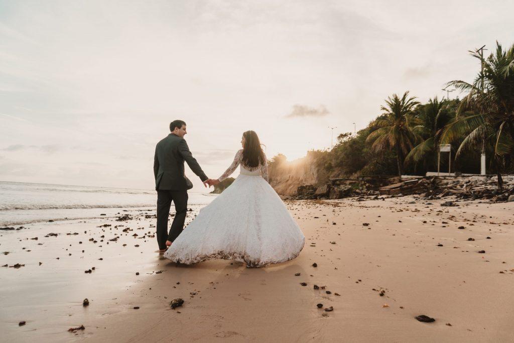 Ensaio de casamento na praia no nascer do sol - Fotógrafo em João Pessoa