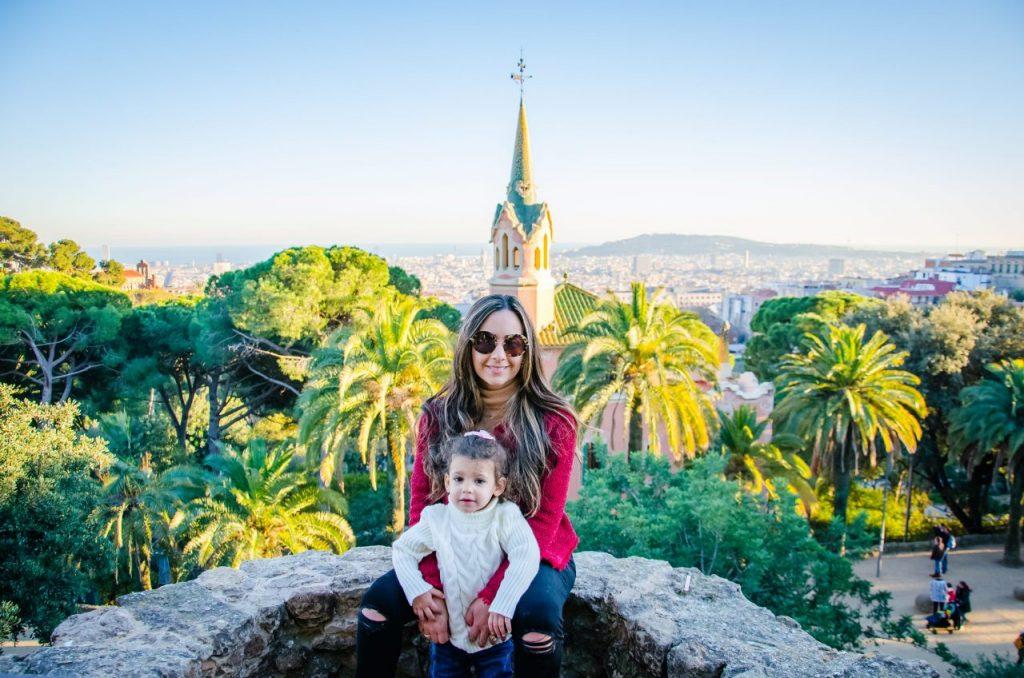 Ensaio família no Parc Guell com fotógrafo brasileiro em Barcelona
