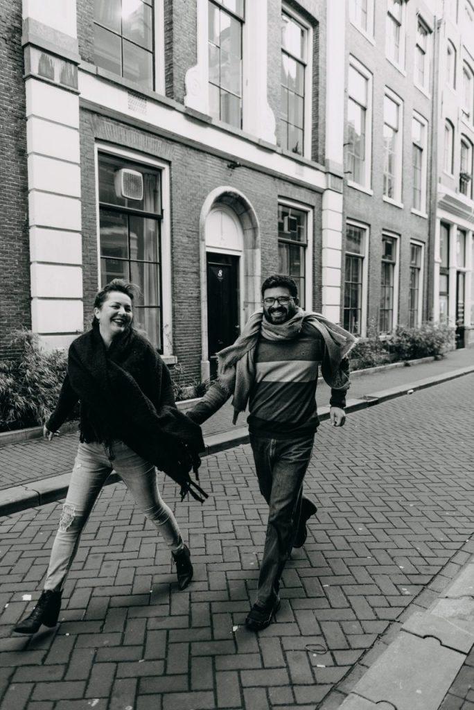 Fotógrafo brasileiro em Amsterdã captura ensaio casal fotojornalismo