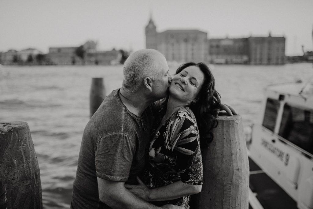 Casal pelas lentes de fotografo em Veneza Itália