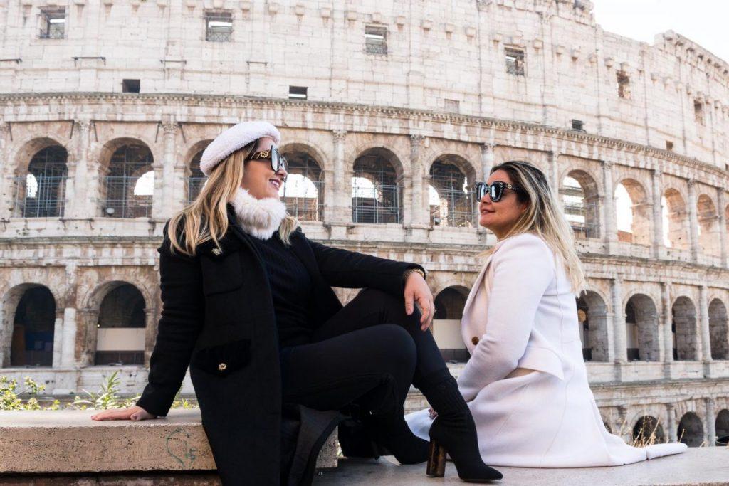 Ensaio amigas no Coliseu por fotógrafa brasileira em Roma
