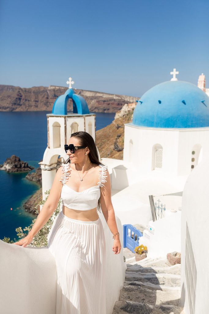 Ensaio feminino em Oia com nossa fotógrafa brasileira em Santorini na Grécia