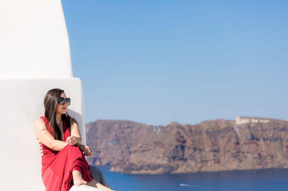 Ensaio feminino na ilha do vulcão com nossa fotógrafa brasileira em Santorini na Grécia