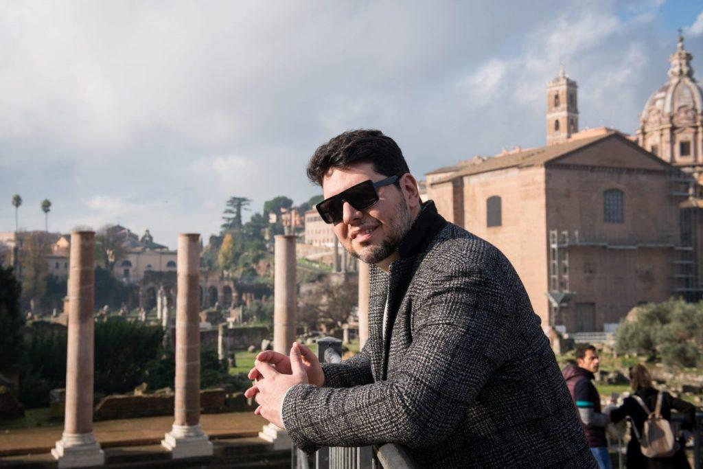 Ensaio masculino no Fórum Romano por fotógrafa brasileira em Roma