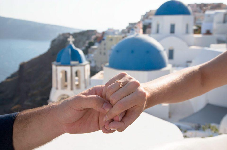 Pedido de casamento surpresa na Grécia com fotografa profissional em Santorini