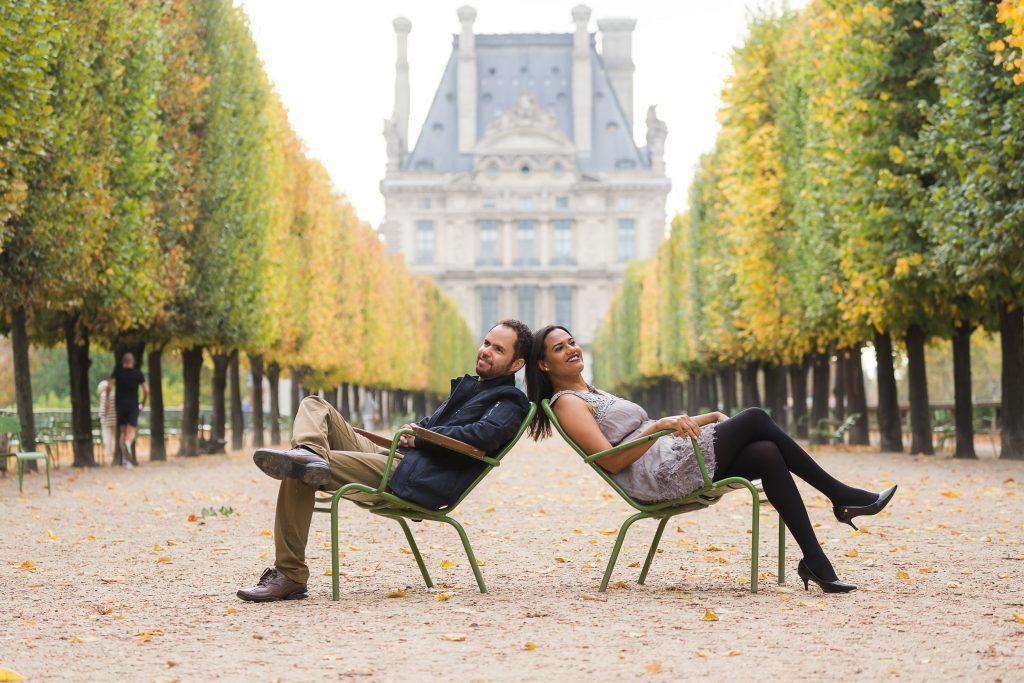 Outono no Jardim de Tulherias em Paris durante ensaio com fotógrafo em Paris