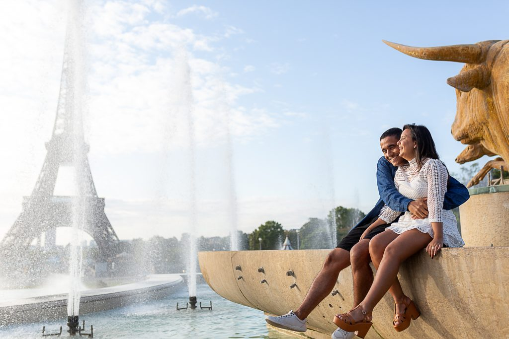 Ensaio casal no Trocadéro por fotógrafa em Paris