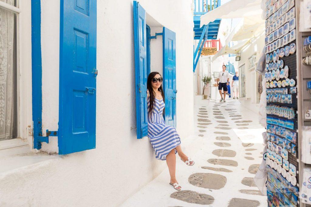Ensaio feminino pelas ruelas de Mykonos com fotógrafa brasileira na Grécia