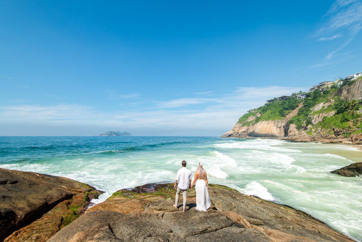 Ensaio noivos na praia do Rio de Janeiro com fotografa profissional