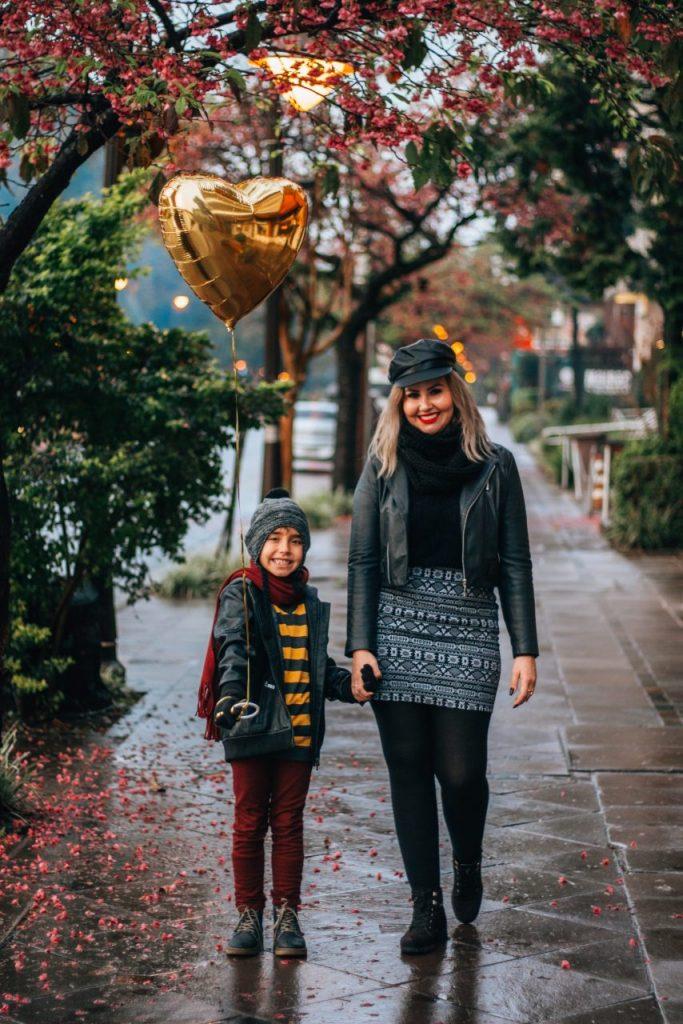 Fotógrafo profissional na sua viagem a gramado - Ensaio família mãe e filho