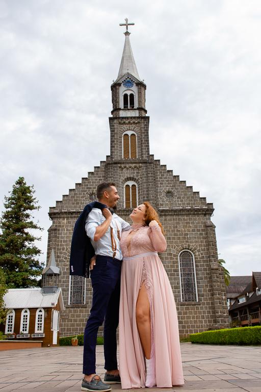Destination Wedding em Gramado - Ensaio de fotos de casamento na Igreja Matriz São Pedro