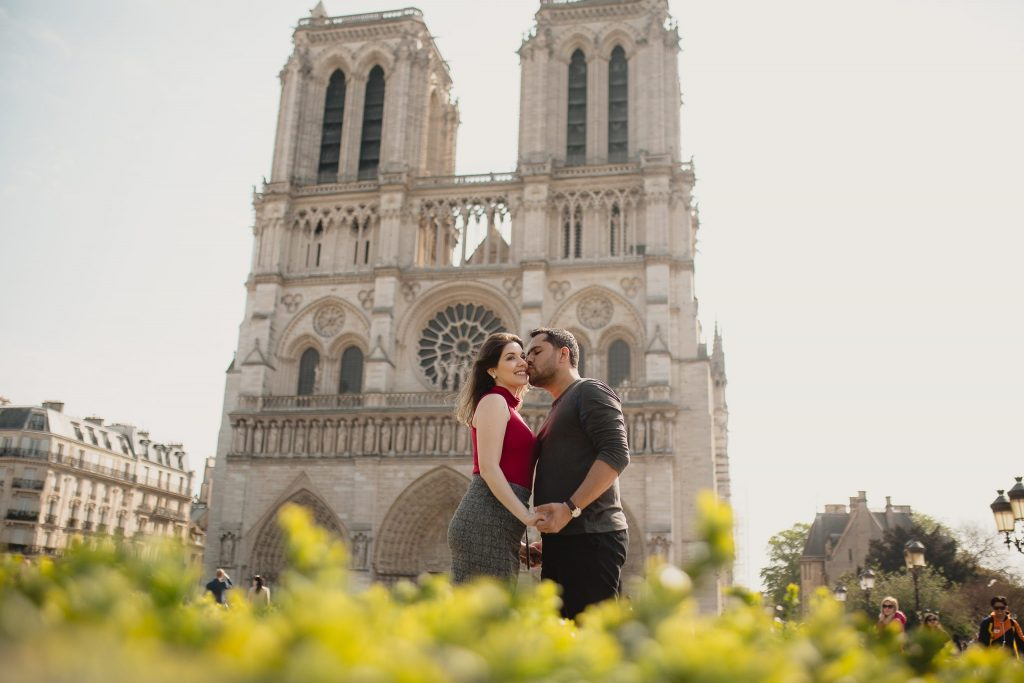 Fotógrafo em Paris realiza ensaio de casal na Notre Dame