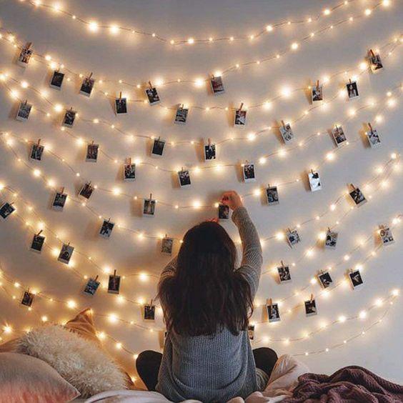 Varal iluminado de polaroids