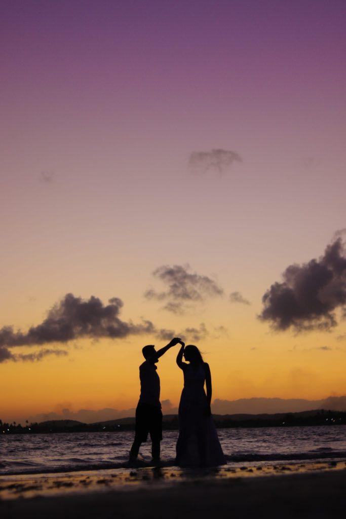 Ensaio Pré-wedding no pôr do sol na praia - Fotógrafo em Porto de Galinhas