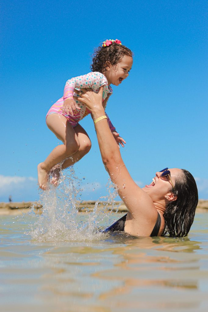 Ensaio divertido de família na praia de Carneiros- Fotógrafo em Pernambuco