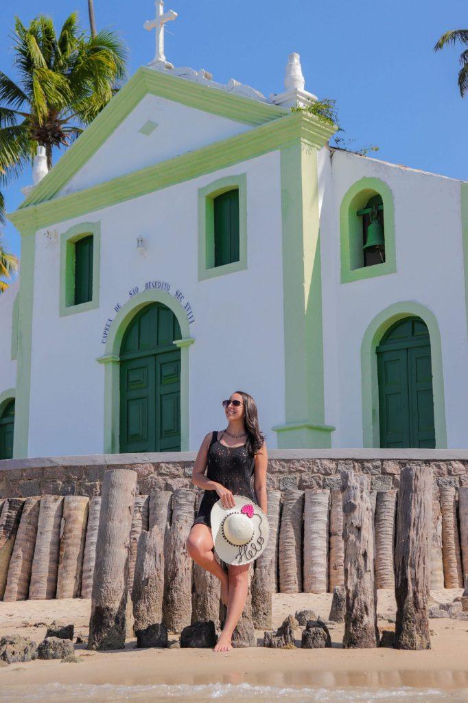 Ensaio feminino na praia de Carneiros em frente a Igrejinha de São Benedito - Fotógrafo em Pernambuco