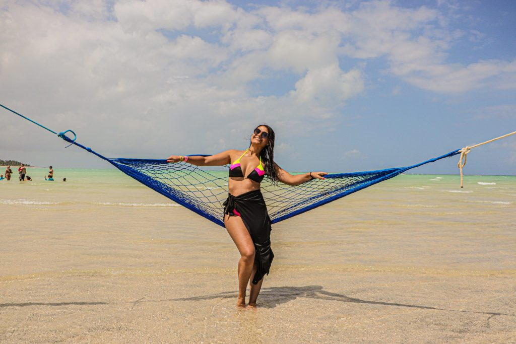 Ensaio feminino na rede na praia de Maragogi - Fotógrafo em Pernambuco