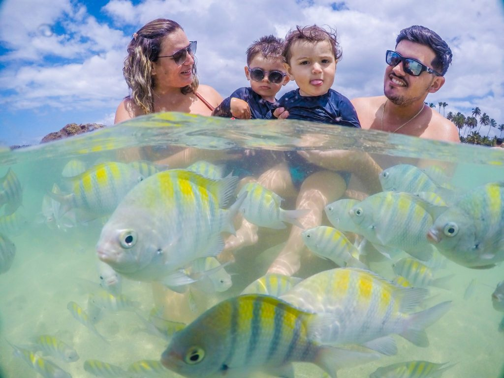 Fotógrafo nas piscinas naturais de Porto de Galinhas - Reserve seu ensaio família na praia